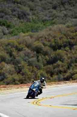 moto-GSX-S1000FA-suzuki-movimento-10-1