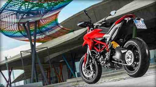 Traseira da Ducati Hypermotard traseira vermelha