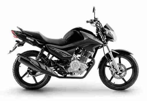 Outro detalhe do modelo é que ele é um scooter do tipo plataforma, ou seja, existe um piso plano para o motociclista repousar os pés